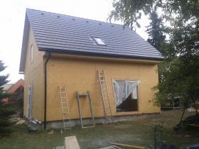 Novostavba rodinného domu betonová taška Bramac Tegalit.