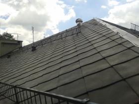Rekonstrukce střešního pláště bytového domu Žamberk okres Ústí nad Orlicí.