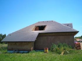 Výroba krovu a pokládka betonové střešní krytiny Chrudim