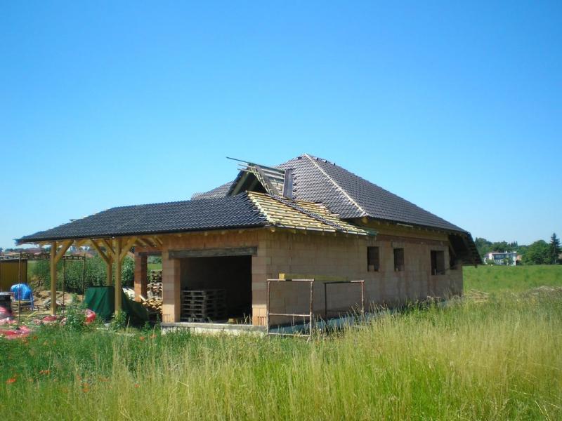 ImVýroba krovu a pokládka betonové střešní krytiny Chrudim