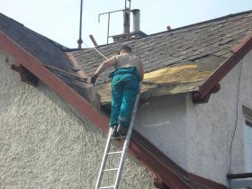 Rekonstrukce střešního pláště, pokládka betonové střešní krytiny Letohrad.