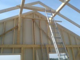 Výroba rámové konstrukce dřevostavby včetně montáže krovu