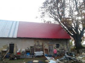 Rekonstrukce střešního pláště velkoformátová plechová střešní krytina Satjam Koclířov okres Svitavy.