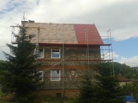 Rekonstrukce střešního pláště, velkoformátová plechová střešní krytina.